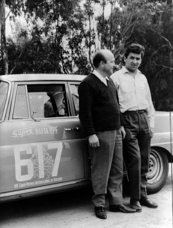 The Argentine Touring Car Grand Prix, 28 October to 7 November 1964: one-two-three victory for Mercedes-Benz. Overall winners Eugen Böhringer and Klaus Kaiser (starting number 617) with their Mercedes-Benz 300 SE (W 112).