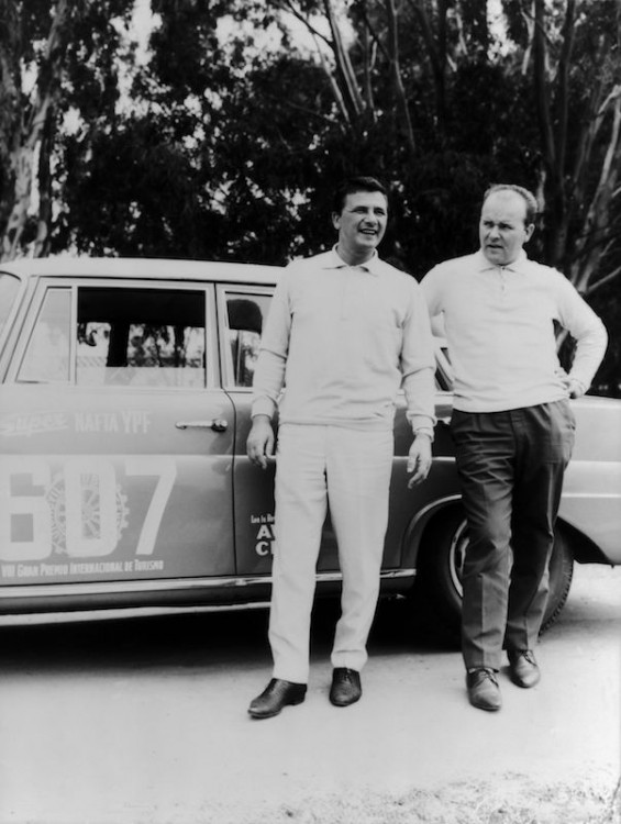 The Argentine Touring Car Grand Prix, 28 October to 7 November 1964: one-two-three victory for Mercedes-Benz. Hans Herrmann and Manfred Schiek (starting number 607) with a Mercedes-Benz 300 SE (W 112). Herrmann and Schiek suffered a stroke of misfortune. They crossed the line of the sixth stage exactly 27 seconds too slow to qualify.