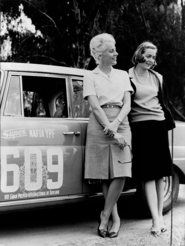 The Argentine Touring Car Grand Prix, 28 October to 7 November 1964: one-two-three victory for Mercedes-Benz. Ewy Baronin von Korff-Rosqvist and Eva-Maria Falk with their Mercedes-Benz 300 SE (W 112), starting number 609. This female team came third in the overall rankings.