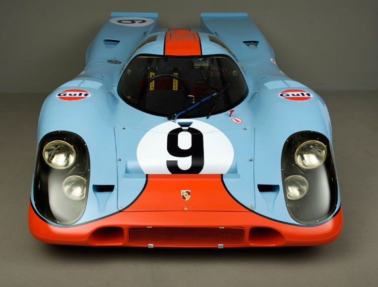 This view shows the early rear split fenders. Many later version of 917's had a small wing mounted between the two rear fenders,