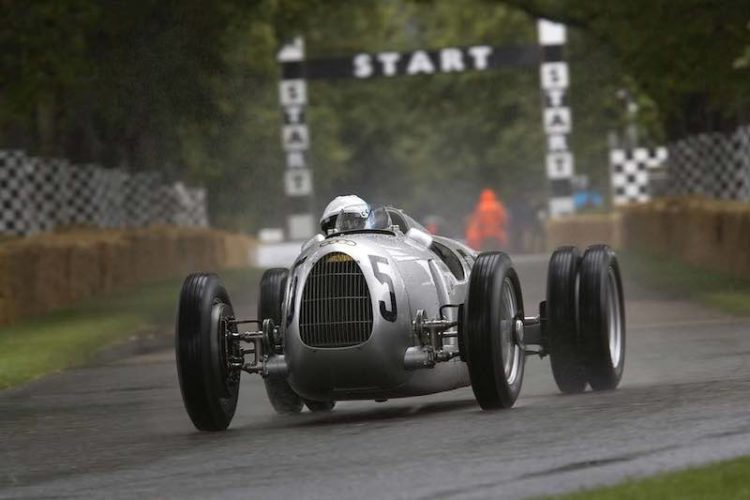 A legend among the German Silver Arrows: in 1936 the Auto Union Type C with its powerful 16-cylinder engine was unbeatable. Pink Floyd drummer Nick Mason will drive this car at Goodwood.