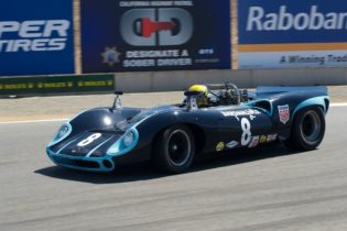 Byron DeFoor drives to first place in his 1965 Lola T70.