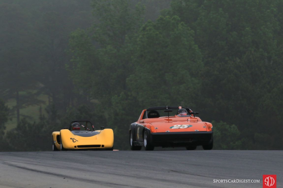 Brenda Johnson, '70 Porsche 914/6, leading her husband Brian Johnson in a '70 Royale RP4.