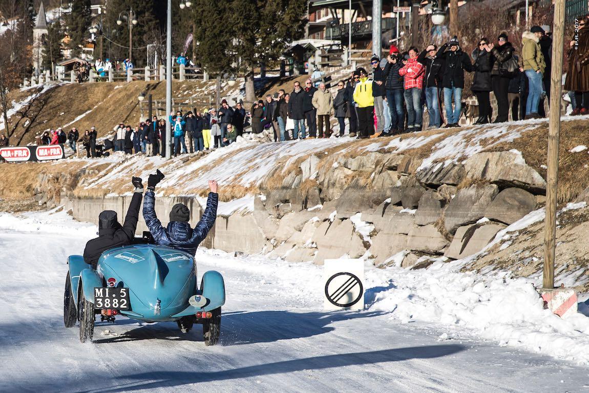 Celebrating the finish of the Winter Marathon (photo: Pierpaolo Romano)