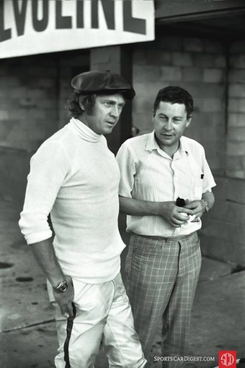 Steve McQueen and a journalist in the pits at Sebring in 1970. Lou Galanos photo.