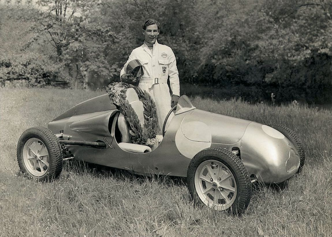 Stirling Moss with his Cooper (photo: BMW AG)