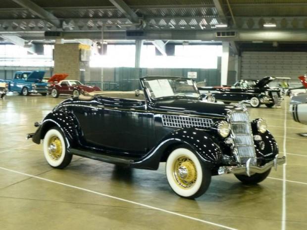 1935 Ford Model 48 Cabriolet