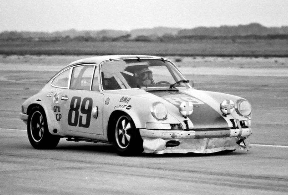 Porsche 911S of Don Paris, Dave Causey and Edwin Taylor
