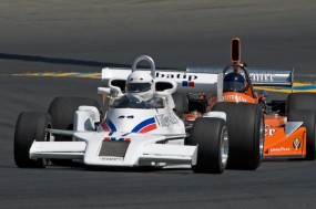 Jules Moritz 1977 Shadow DN8-2A leads Steve Cook's 1974 March 741