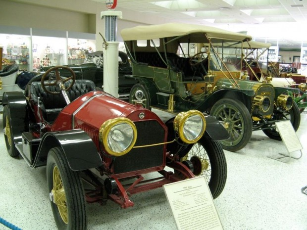 1914 Stutz and other veteran automobiles