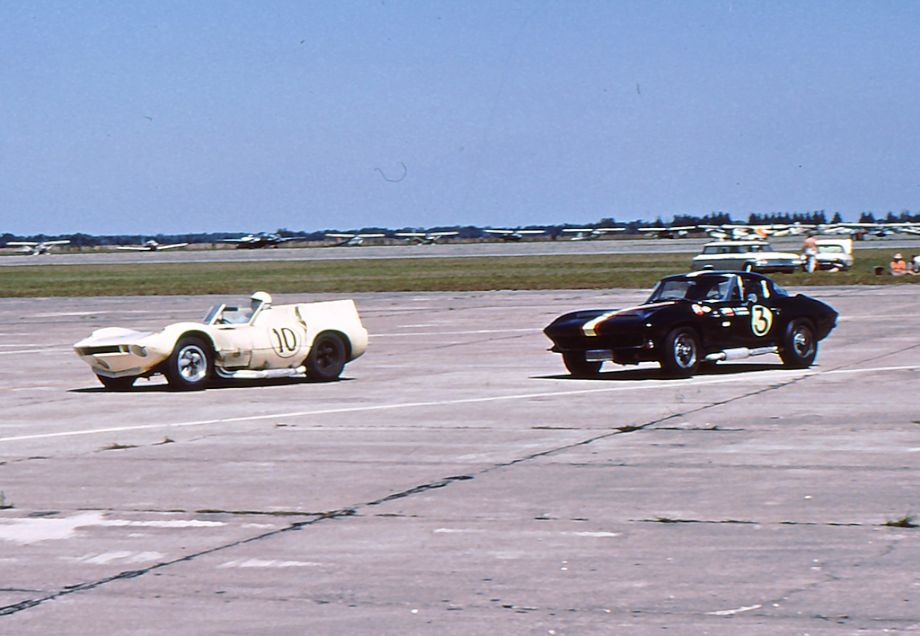 Ronnie Hissom in his Chaparral 1 and the Corvette Sting Ray of Delmo Johnson