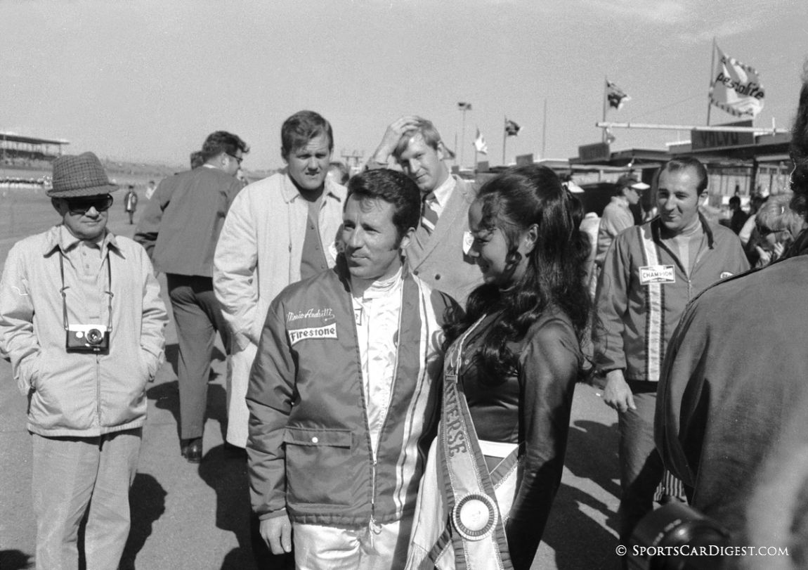 Mario Andretti was fan friendly posing for photos and signing autographs. (Lou Galanos photo)