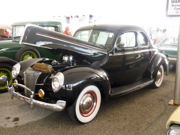 1940 Ford Deluxe 5-Window Coupe
