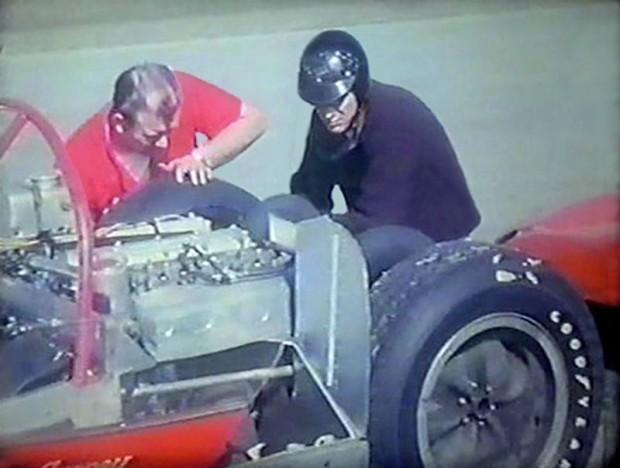 Dan Gurney, Lotus-Climax 19B Climax, mechanic Jerry Eisert, 1962 Daytona 3-Hour Continental