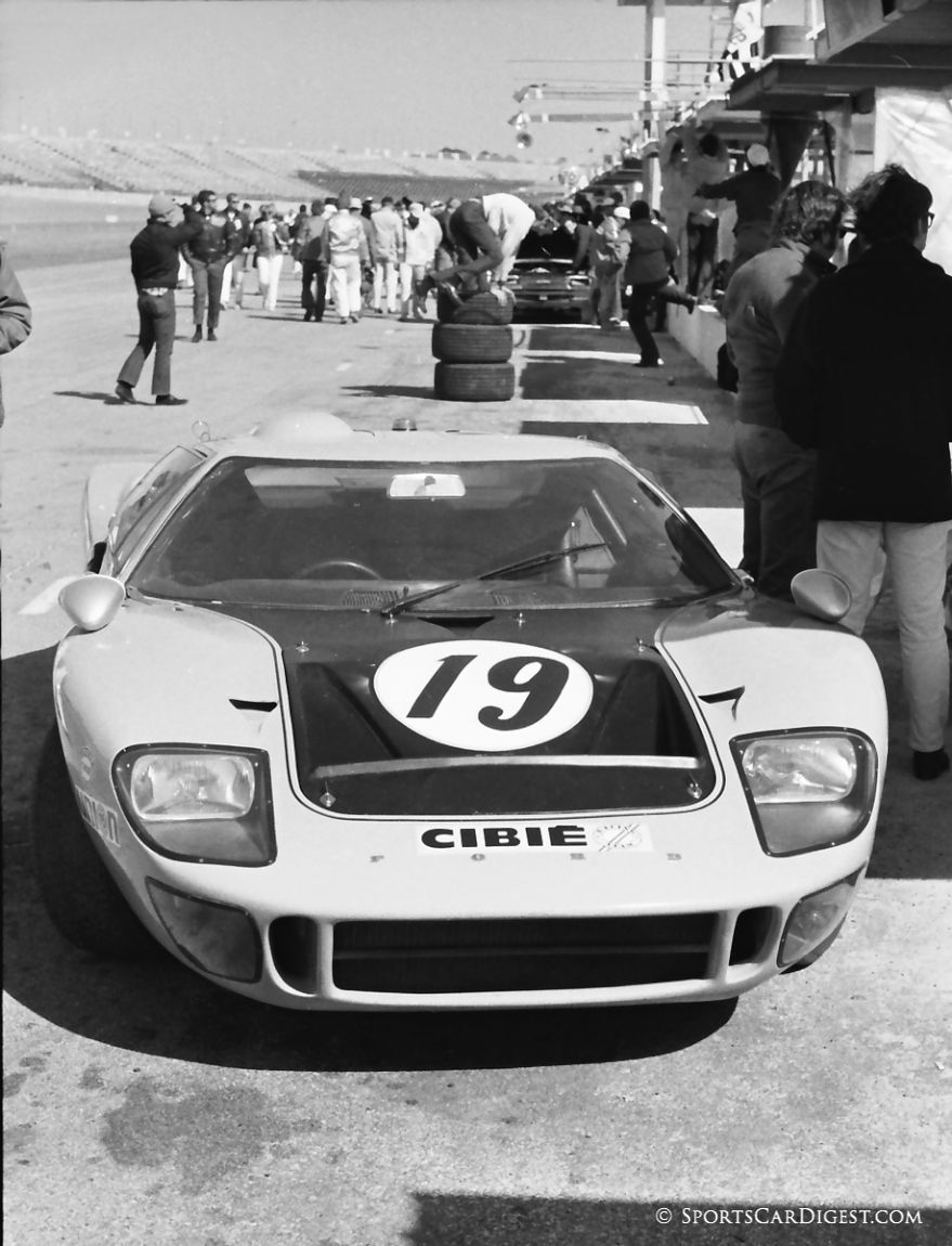 Ford GT40 of Francis Grant, Ray Heppenstall and Joe Marcus. (Lou Galanos photo)