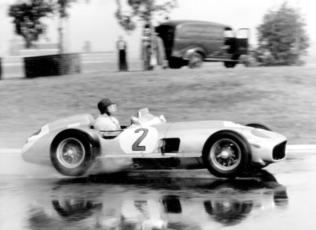 Buenos Aires Grand Prix, formula-free race in Buenos Aires on 30 January 1955. The eventual winner Juan Manuel Fangio (starting number 2) at the wheel of the Mercedes-Benz 300 SLR (W 196 S) with an engine derived from the Formula 1 W 196 model.