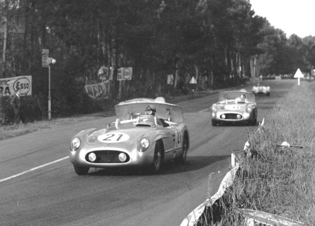 Karl Kling leading Pierre Levegh. Both are utilizing the innovative hydraulic air brakes of the Mercedes-Benz 300SLR. (photo credit: Daimler-Benz archive)