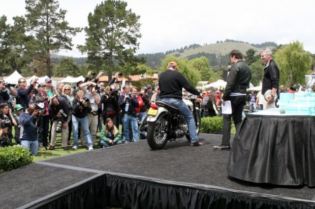 Gordon McCall (far right) is ready with the Tiffany prize as Paul d'Orleans announces the arrival of Robert Jordan on his 1957 Triumph TR6 for having won his European Through 1978 class in The Quail's new option for voluntary judging.