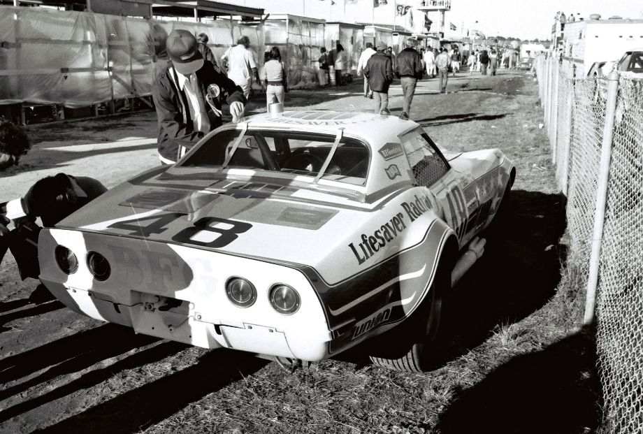 Another early retiree was the John Greenwood Corvette that was parked on the other side of the pit wall after only seven laps completed.  Louis Galanos photo.