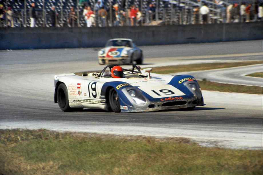 The Canadian Porsche 908/02 of Harry Bytzek had to pit after only two laps because of a faulty wheel.  Louis Galanos photo.