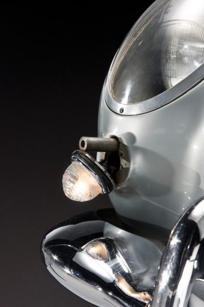 Aston Martin DB5 James Bond Movie Car - Front Gun