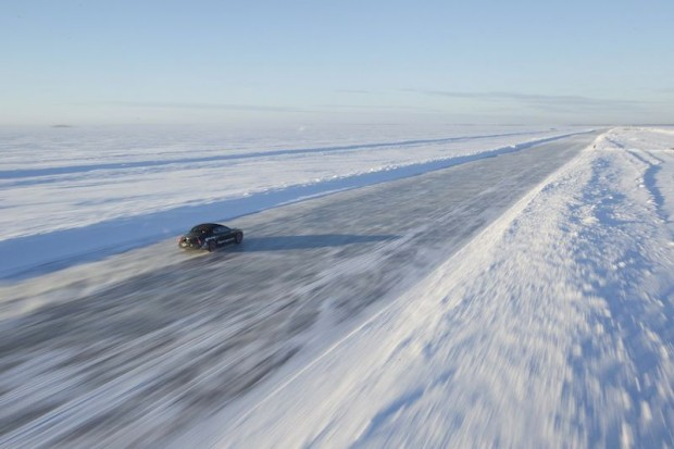 Bentley Supersports Record Breaking Run on Ice