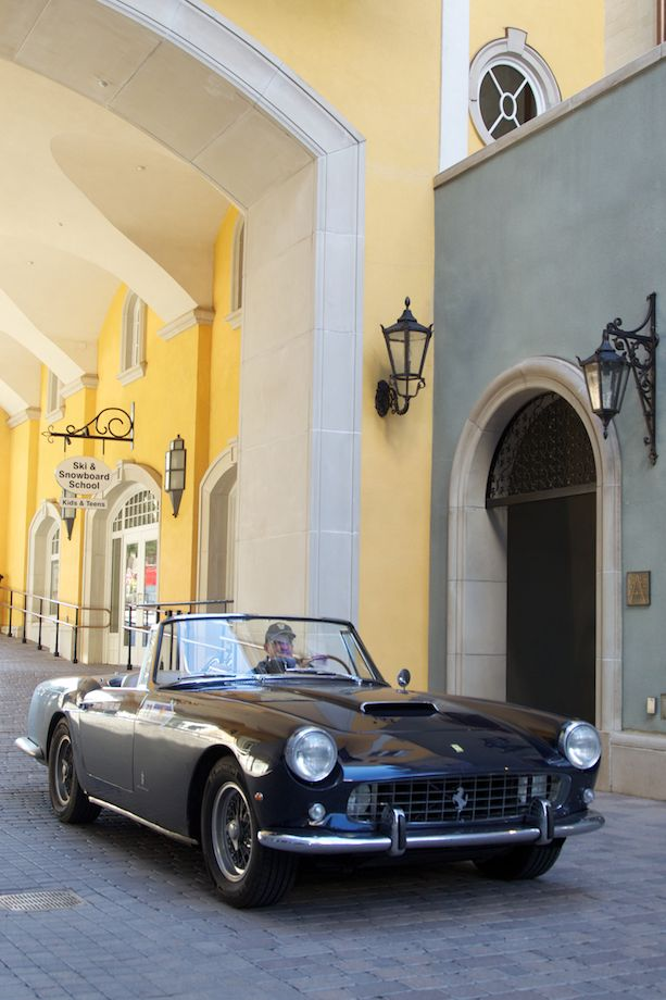 Jack Farland cruises into the Arrabelle Plaza for the closing events - 1961 Ferrari 250 GT PF Cabriolet II