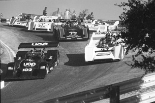 Rush Hour in the Corkscrew as Vic Elford goes inside with his Shadow (102) ahead of Bobby Brown, David Hobbs, Charlie Kemp, Ed Felter and Jody Scheckter in the 1973 Can-Am race.