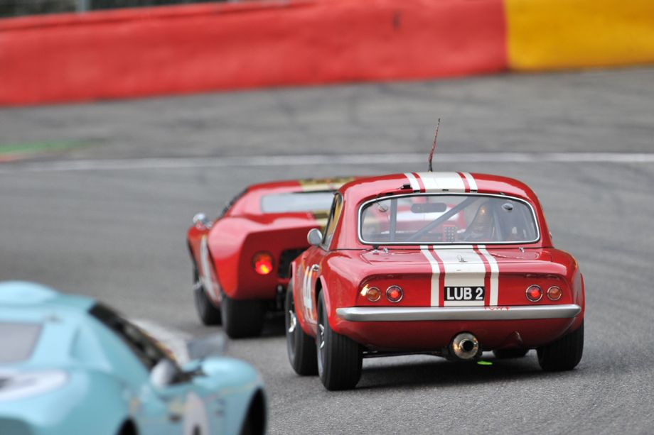 Lotus Elan between pair of Ford GT40s
