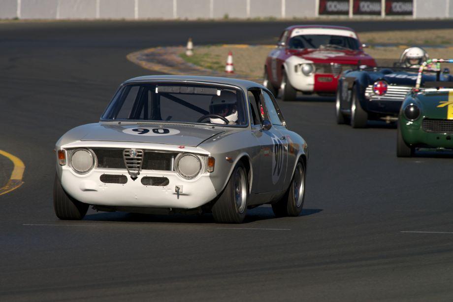 Jeff Hill's 1967 Alfa Romeo Giulia Sprint in turn ten.
