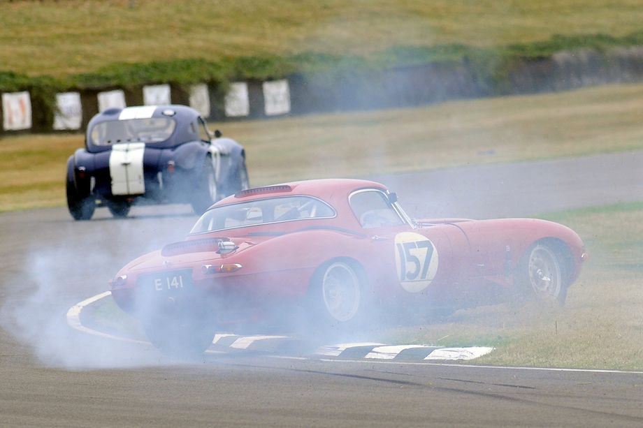 Jaguar E-Type spins while trying to keep up with the AC Cobra