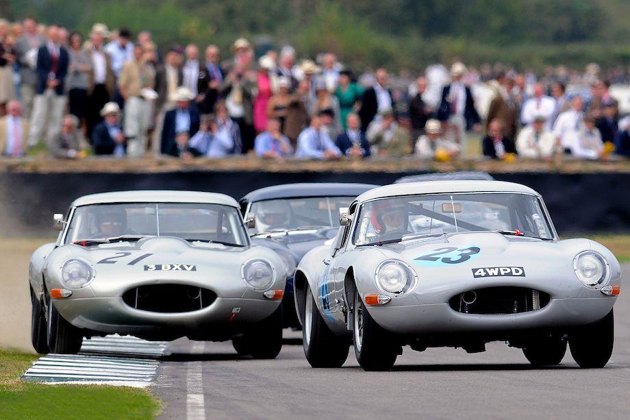 Close racing among the Jaguar E-Types