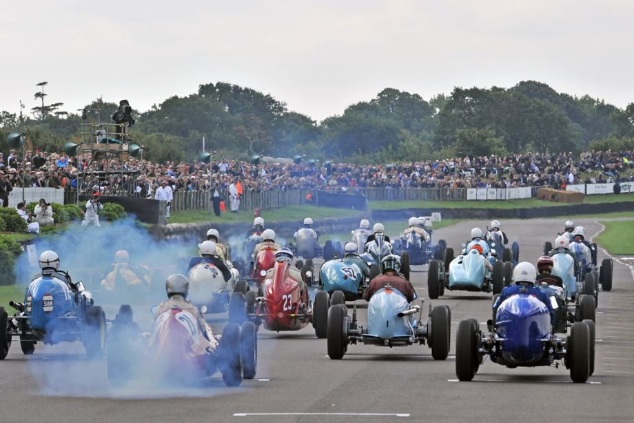 Start of the Goodwood Trophy Race at 2013 Goodwood Revival