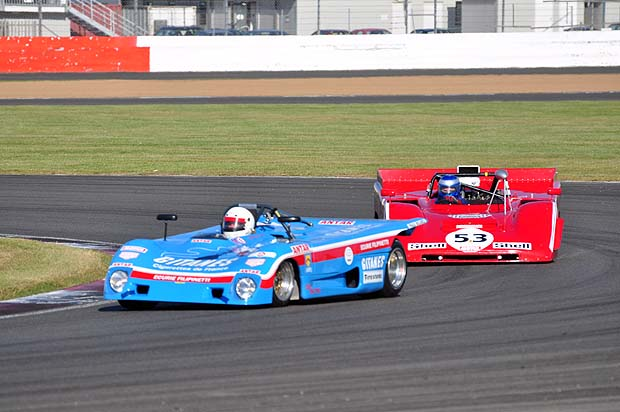 David Gathercole Lola T290 takes 2nd place early in the race. Photo: Simon Wright