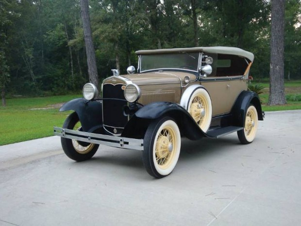 Ford Model A Deluxe 2-Door Phaeton