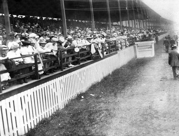 Spectators at 1911 Indianapolis 500