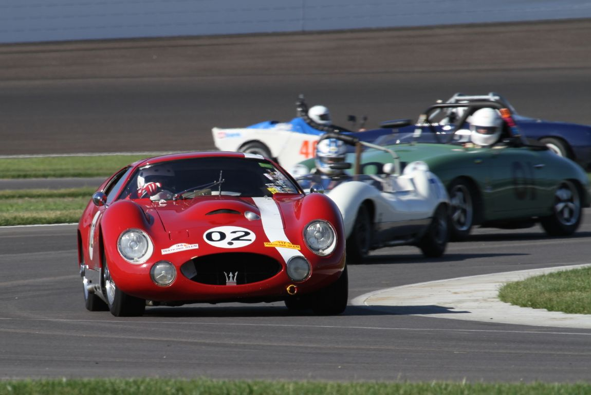 Charles Schwimer, 65 Maserati Tipo 151 ahead of a diverse group of racers.