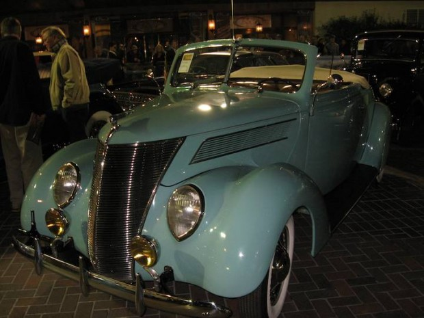 1937 Ford Deluxe Road