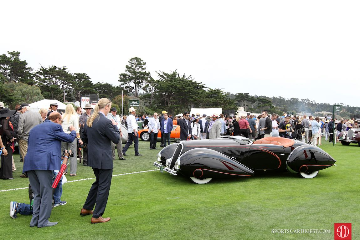Big crowds around the 1938 Delahaye 135M Figoni and Falaschi Roadster