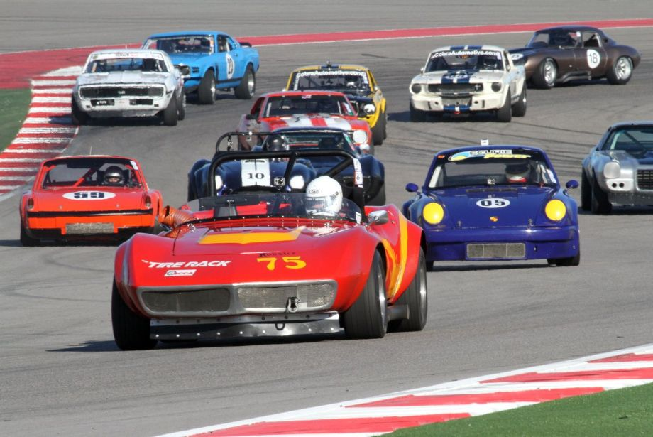 Tom Roche's 1968 Chevrolet Corvette leads a large group of group 6 cars.