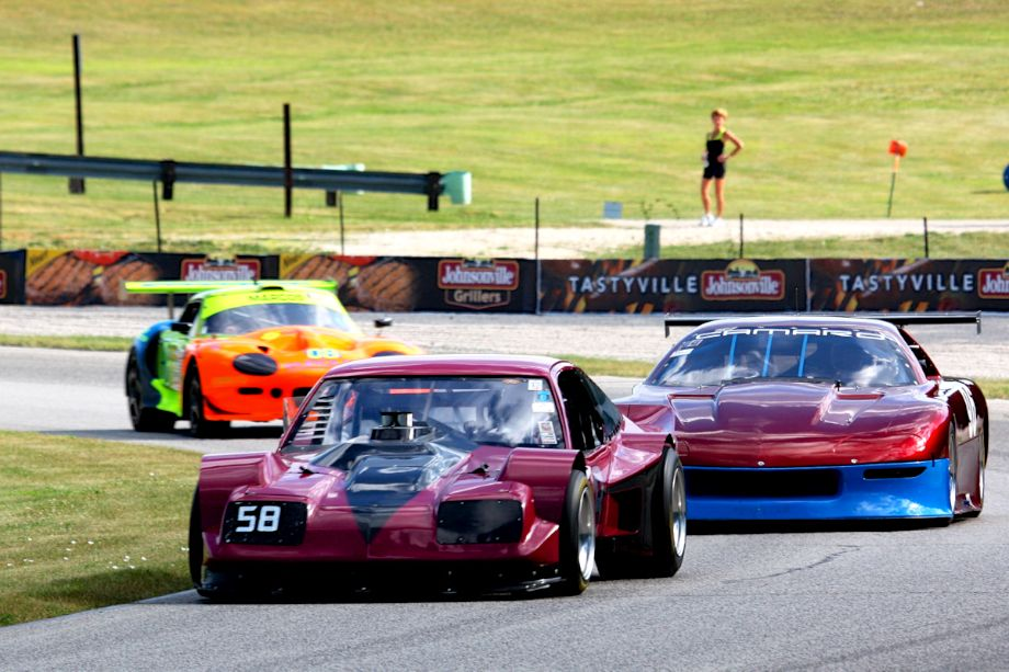 Lance Smith's 1975 Chevrolet Monza AAGT leads Daniel Parr's 2004 Camaro and Keith Conroy's 1999 Marcos Mantis.