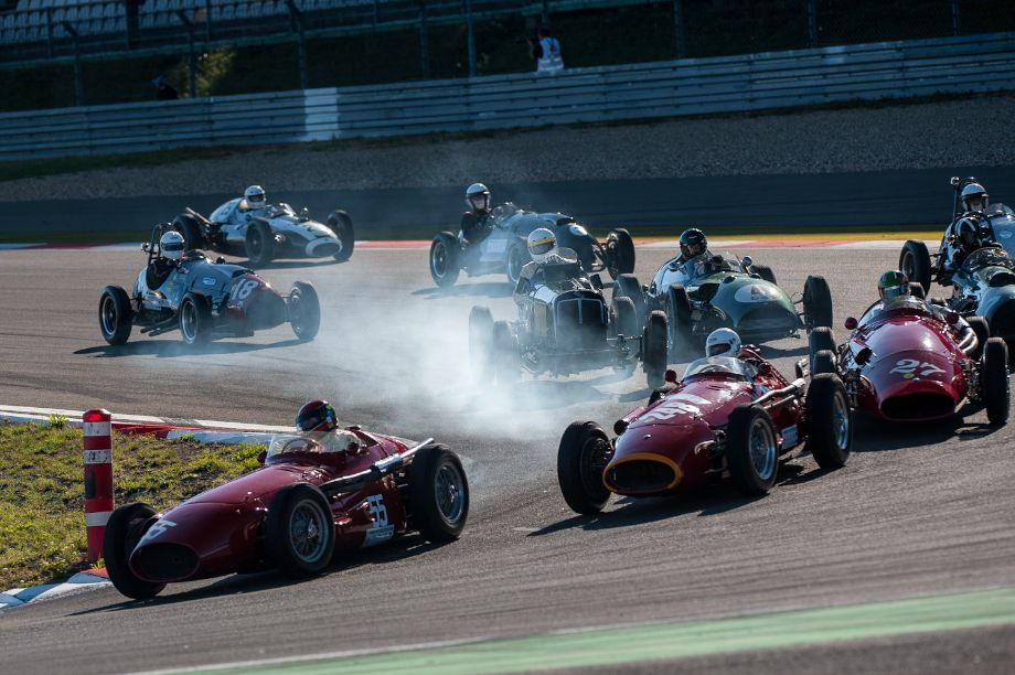 Maserati 250F leads the Historic Grand Prix Cars before 1960 race