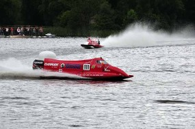 Keith Whittle's Evinrude Powerboat races round the Mere