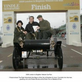 John and Robert Brooks crossed the line first in their 1902 Oldsmobile Curved-dashed Runabout