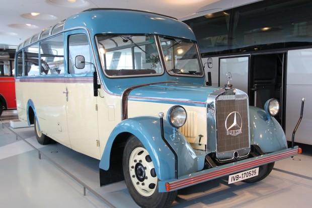 1940 Mercedes-Benz 0 2600 Touring Coach photo