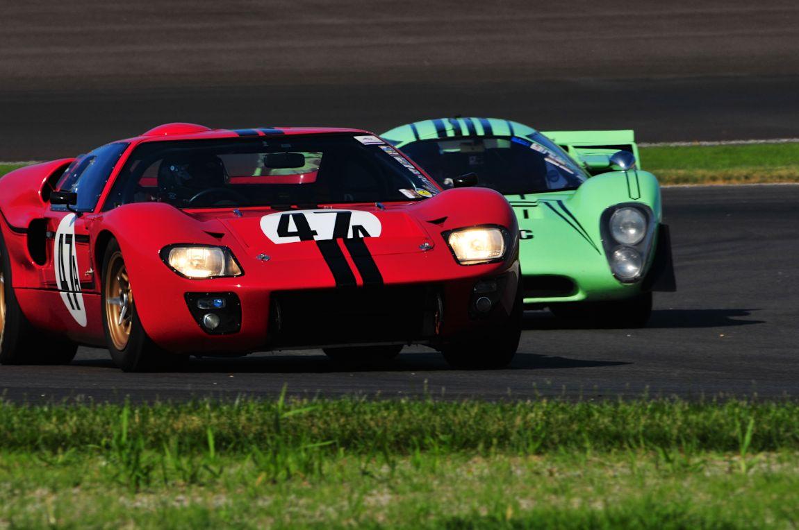 Ford GT40 Mk II and Lola T70 Mk3B
