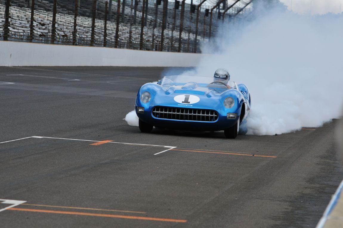 1956 Corvette SR2, experiences a problem.