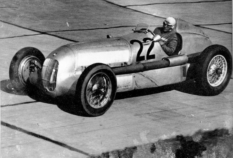 International Eifel race on the Nurburgring, June 3, 1934. Luigi Fagioli (start number 22) in a Mercedes-Benz 750-kg formula racing car W 25.