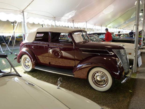 1937 Ford Deluxe Convertible Sedan