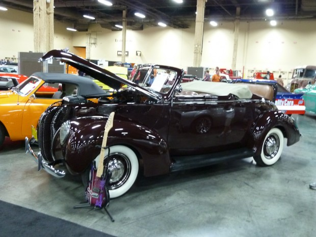 1938 Ford Model 81A DeLuxe Cabriolet
